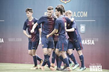 El FCB Juvenil B celebrando un gol ante el RCD Espanyol. Foto: Noelia Déniz, VAVEL