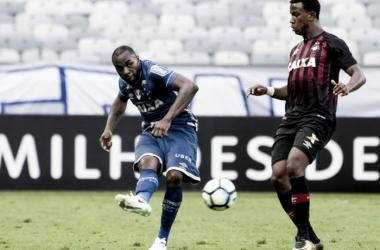 Titular após lesão, Manoel comemora sequência e bom momento no Cruzeiro