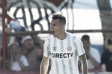 Carlos Auzqui le hizo un gol a River en el último partido que el Millonario jugó ante el Pincha. Foto: La Página Millonaria.