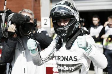 Com pista molhada, Rosberg brilha e Mercedes terá a primeira fila no GP da Bélgica