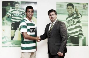André Geraldes fichando para el Sporting de Lisboa, dueño de su pase. FOTO: Sporting Lisboa