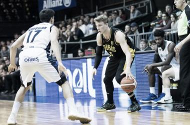 En un duelo entre dos elencos de Buenos Aires, el Aurinegro fue mucho mejor y se llevó el juego. Foto: Gentileza Prensa Obras Basket