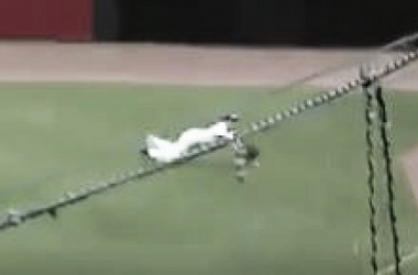 Danny Oh makes a diving catch in the first inning. (Screenshot captured via americanassociationbaseball.tv)