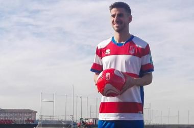 Dani Ojeda ha sido presentado como futbolista del Granada CF. Foto: MJ Ramírez