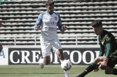 FIGURA INDISCUTIDA. Ojeda, anotó su séptimo gol en el torneo y es el máximo goleador del Tomba en el campeonato. Foto: Prensa Godoy Cruz