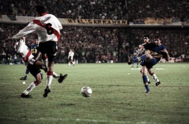 Martín Palermo en el tercer gol de la noche  Foto: Olé