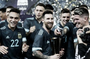Argentina ganó y quedó a uno de Brasil en el historial