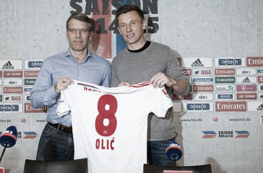 Croatian international Ivica Olic signs for Hamburg.
