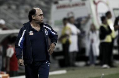 Após vitória sobre o Santos, Marcelo Oliveira elogia equipe e minimiza erro de arbitragem