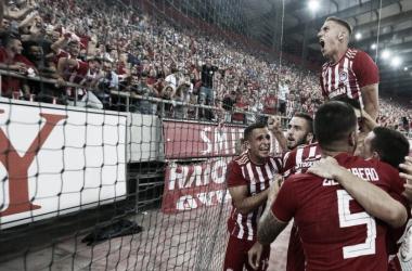 Olympiacos na comemoração do gol (Fonte: Divulgação/Olympiacos)
