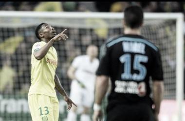 Garkpe celebra el gol ante un borroso Marsella. (Foto: Jean-Sebastien Evrard / AFP)