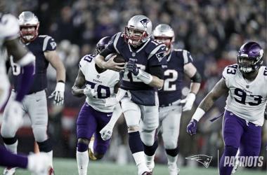 Brady se sitúa con Peyton Manning como el QB que más pases de TD ha lanzado en la historia. Además rebasó las 1000 yardas de carrera | Patriots.com