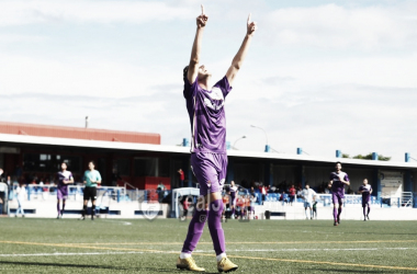 Jorge Vela celebrando un tanto (Real Jaén- Best Photo Soccer)