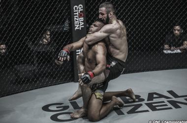 El triunfo de Abbasov sobre el local Thani (Foto: One Championship)
