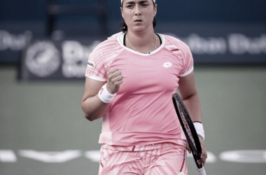 Ons Jabeur celebrando la victoria frente a Siniakova. (Fuente: WTA)