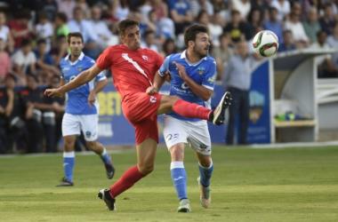 El Sevilla Atlético asalta un Camp d'Esports lleno y golpea primero