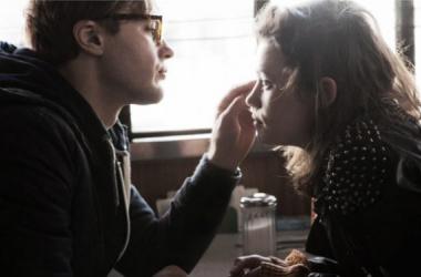 """Michael Pitt y Astrid Bergès-Frisbey en un fotograma de """"Orígenes"""". (Foto (sin efecto): objetivocine)."""