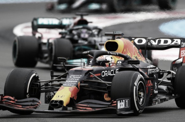 Verstappen, por delante de los Mercedes | Foto: Fórmula 1