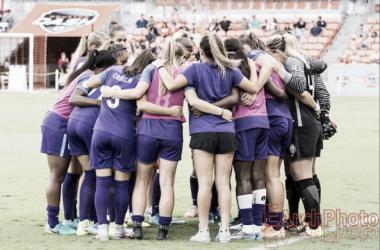The Orlando Pride huddles before a match| Source: E. Sbrana - Earchphoto