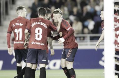 Los rojillos celebran el gol de Brandon. Foto: LaLiga 1|2|3
