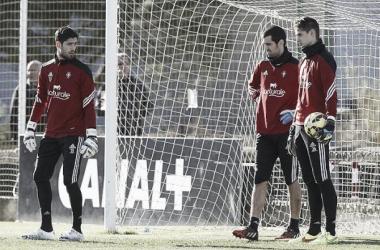 Roberto Santamaría, Asier Riesgo y Jokin Ezkieta son los tres guardametas de Osasuna.