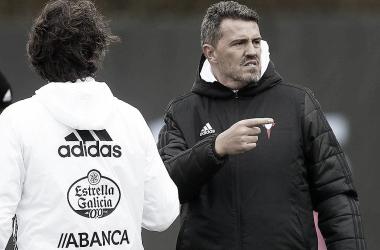 Óscar, dirigiendo un entreno con el conjunto celeste   Foto: Celta de Vigo