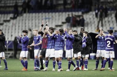 Saludo de la plantilla a la afición carbayona | Imagen: Real Oviedo