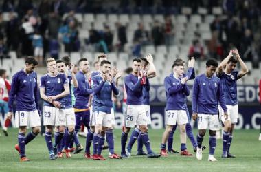 Los jugadores saludan a la afición | Imagen: Real Oviedo