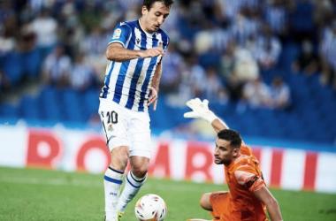 Oyarzabal regatea a Kiko Casilla para marcar el gol del partido, su quinto esta temporada en Liga. Foto: Getty Images.