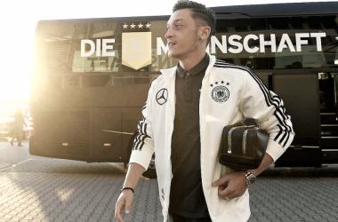 Özil renuncia a la selección de Alemania