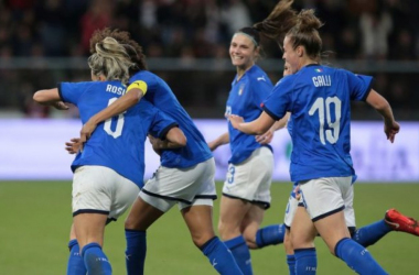 Italy's players celebrating after Martina Rosucci's goal. Photo: vivoazzurro.it