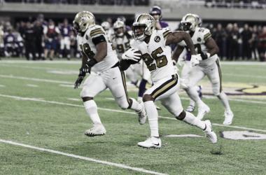 P.J. Williams devolviendo la intercepción para anotación (foto New Orleans Saints)