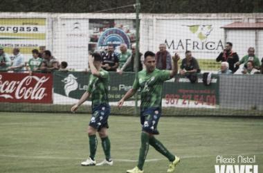 Roberto Puente celebra el gol conseguido.   Foto: Alexis Fernández (VAVEL.com).