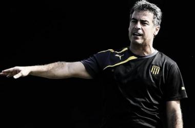 Pablo Bengoechea, entrenador de Peñarol / Foto: Tenfield