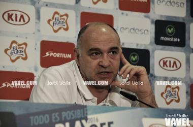 Pablo Laso compartiendo opiniones sobre la gran final / Foto: ACB.com