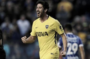 Pablo Pérez celebrando uno de sus 3 goles en la presente Superliga. En ese caso ante Godoy Cruz en la Bombonera. Foto: Clarín