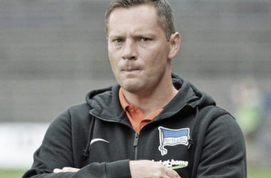 Several questions must be asked after Hertha's inept performance, as Pal Dardai's, pictured, men impotently dropped out. (Source: Kicker.de)