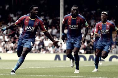 Schlupp em comemoração do primeiro gol da partida (Fonte: Twitter/Crystal Palace)