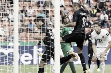 Nagatomo se anticipa a Palacio. Fue el primer gol del Inter   attual.it