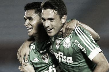 Allione e Erik comemoram o primeiro gol do Verdão (Foto: Divulgação/Palmeiras)