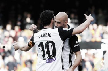 Dani Parejo y Simone Zaza celebrando uno de los goles frente al Alaves. Fuente: Valencia CF.