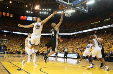 Spurs vence Warriors fora de casa e recupera vantagem e vira a série