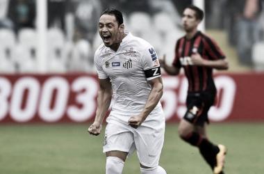 """Ricardo Oliveira volta a marcar e exalta vitória diante do Atlético-PR: """"Nos dá folga no G-4"""""""