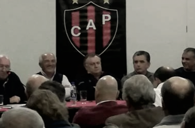 Concurrencia de dirigentes y socios en la sede del club. Foto: La Cábala.