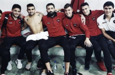 Todos los jugadores de la foto salvo el Chelo Guzmán estuvieron trabajando a la par del grupo. Foto: Prensa C.A.P.