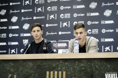 Pau Torres e Iván Alejo en rueda de prensa.   Foto: Javi Muñoz (VAVEL)
