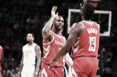 Chris Paul y james Harden durante el partido de esta madrugada | Foto: nba,com