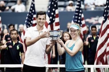 Siegemund y Pavic posan sonrientes con el trofeo. Foto: usopen.org