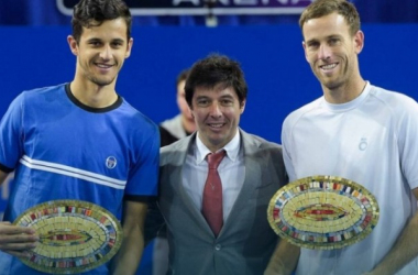 Mate Pavic (left) and Michael Venus with the titles in Montpellier/Photo: ATP World Tour
