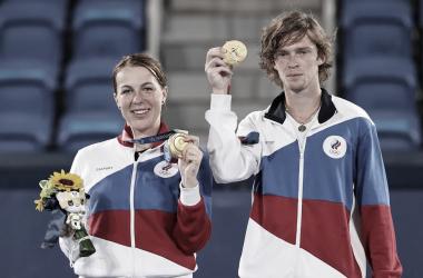 Pavlyuchenkova y Rublev salvan un match point para lograr el oro olímpico